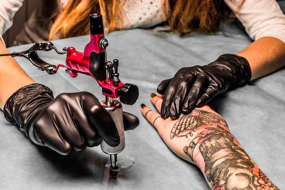Tatuajes para ganar dinero vendiendo fotos en Internet
